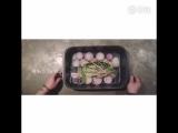 жареная рыба и рис в бамбуковой трубе