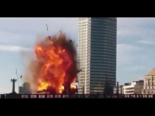 На лондонском мосту во время съемок фильма взорвали автобус: видео