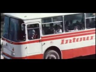 Приказано взять живым (1983) - car chase scene
