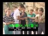 Чеченские дети играют на подбитом танке