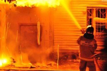 В поселке Архыз сгорел двухэтажный дом