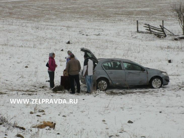 В селе Нижняя Ермоловка перевернулся автомобиль