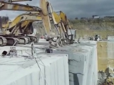 Падение 100 тонного мраморного блока.