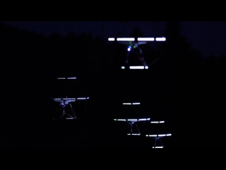 Парад дронов на фоне ночной Фудзиямы