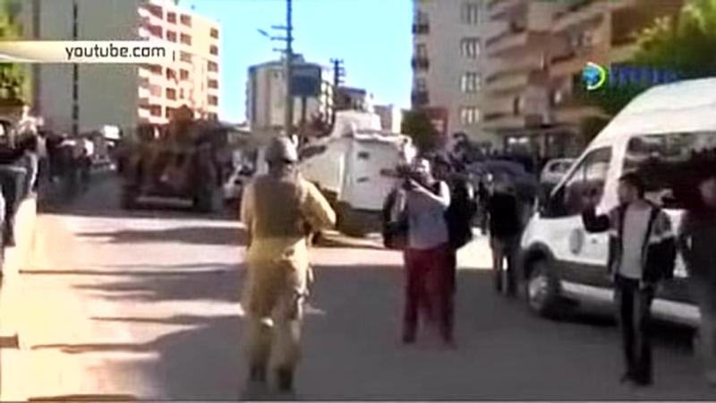 Турки с позором бегут от курдов на востоке страны в городе Сильван (Тигранакерт) HD
