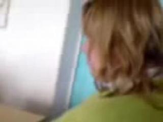девушка пукает на уроке в школе