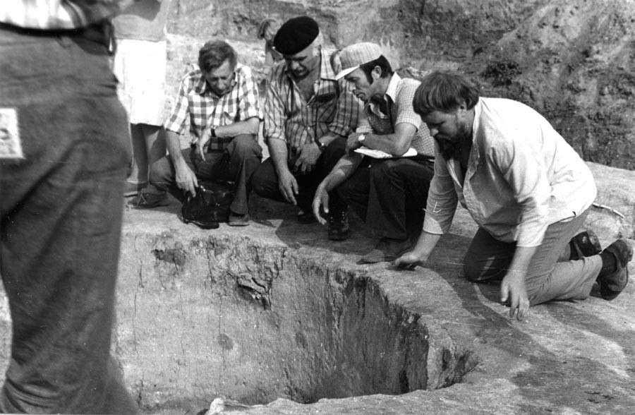 В 1979 г. в Костенках был открыт музей, выстроенный прямо над одной из костенковских стоянок, возрастом около 20 000 лет назад.