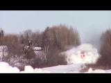 Товарный поезд разрывает снежные глыбы!