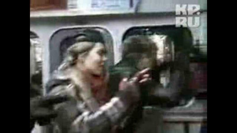Весельчаки летали на огнетушителе по вагону метро