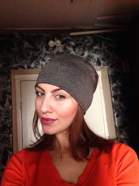 купила шапку в горящих товарах, обошлась в 137 рублей. В минус десять ее не одеть, будет холодно. Тонкая ткань приятная на ощупь. Для походов на лыжах будет самое оно!