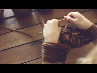 Вяжем шарф без спиц за 20 минут [Идеи для жизни]
