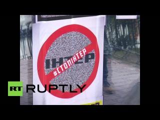 Украина: Крайне правые члены Азовское осадил Интер ТВ Штаб-Квартире в Киеве.