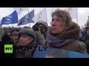 Россия: Сотни отмечают годовщину смерти Немцова с митинга в Санкт-Петербурге.