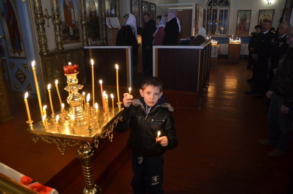 В храме Петра и Павла станицы Зеленчукской прошло Рождественское богослужение