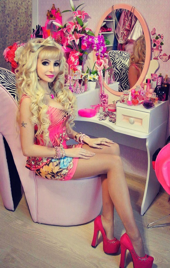 Татьяна Тузова певица , актриса , модель , живая кукла Барби