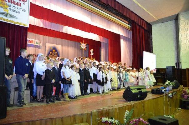 В Районном дворце культуры станицы Зеленчукской учащиеся воскресной школы «Лествица» провели концерт