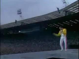 Queen.Live at Wembley stadium.Супер распевка