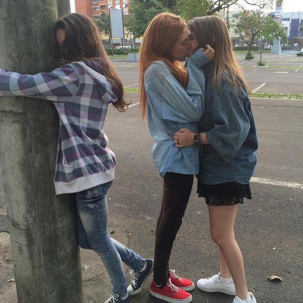 девченки целуются фото