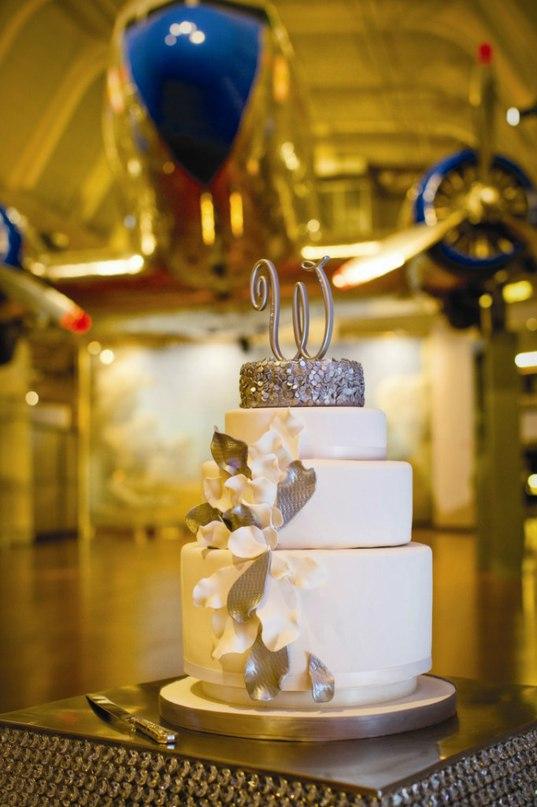 D8zWmDou8q0 - «Металлические» свадебные торты 2016 (75 фото)