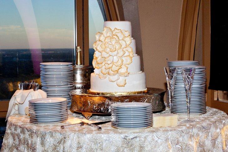 dTt0Ncnl8A0 - «Металлические» свадебные торты 2016 (75 фото)