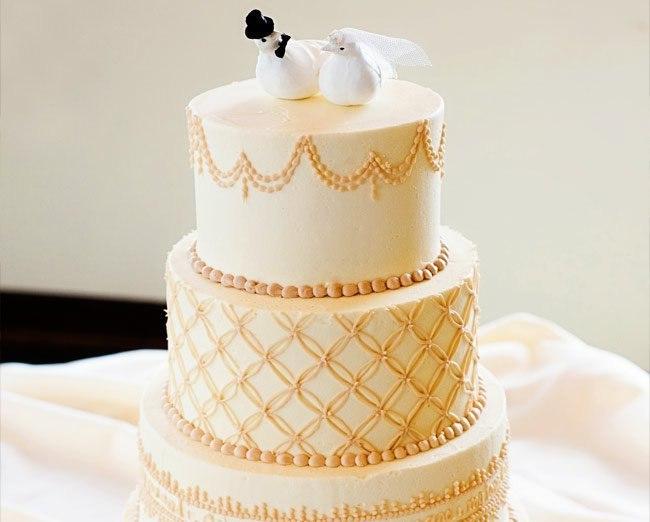 lr458pHPgiQ - «Металлические» свадебные торты 2016 (75 фото)