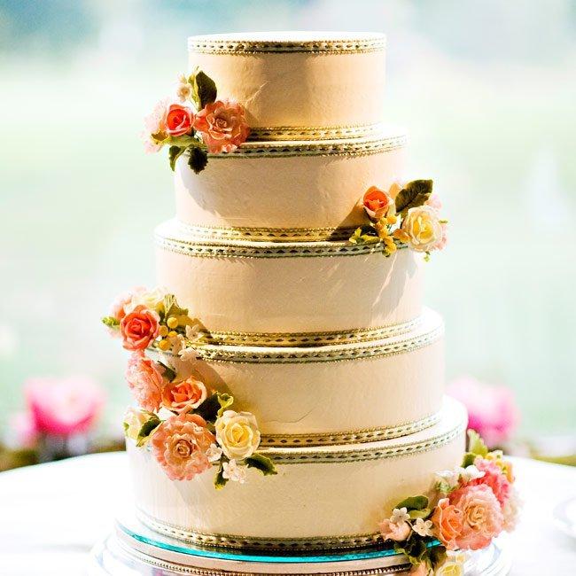 kUzhvP3r4L4 - «Металлические» свадебные торты 2016 (75 фото)