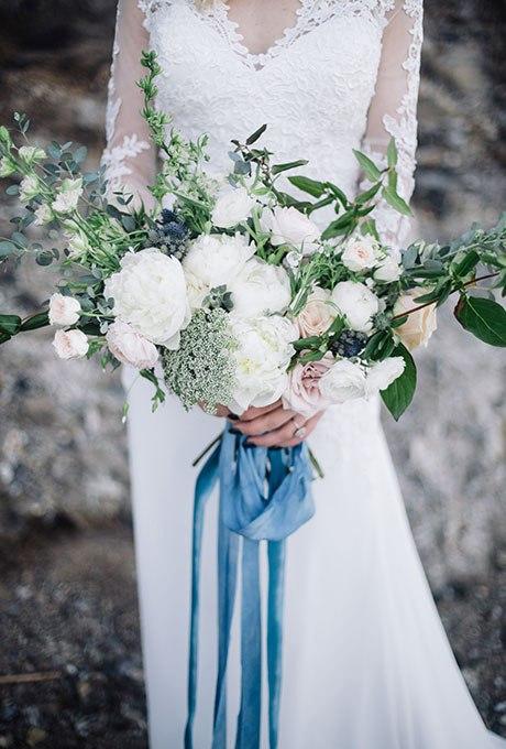 2LSzbzSW2B4 - Голубые свадебные букеты (19 фото)