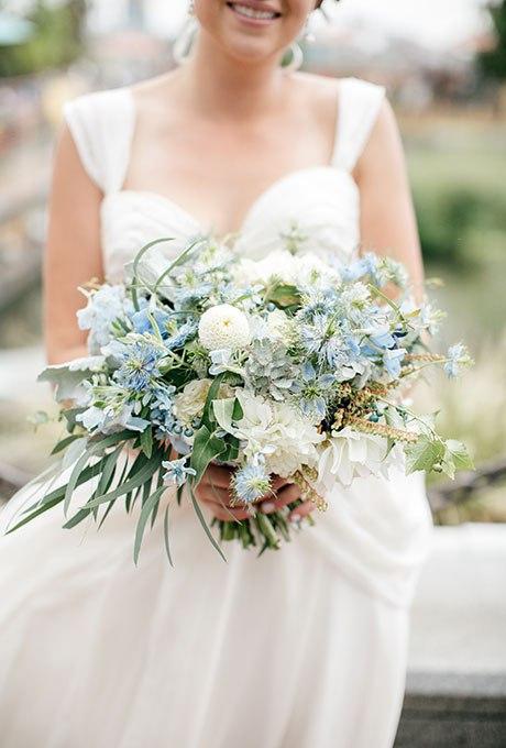 6q0Cg3JOJ9s - Голубые свадебные букеты (19 фото)