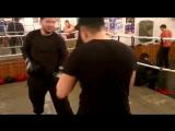 Жирдяй боксирует