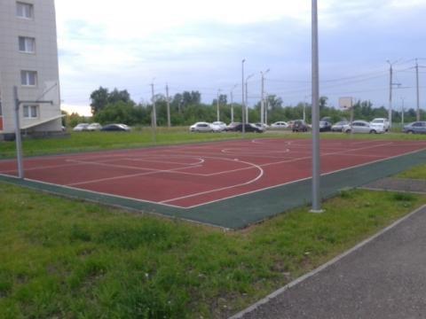 Житель Альметьевска просит огородить детскую спортплощадку на проспекте Зарипова — «Народный контроль»