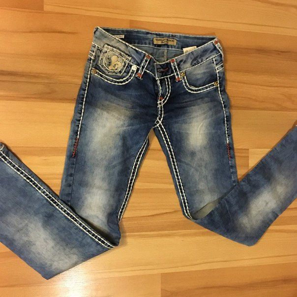 Минск самовывоз от подъезда, отдам две пары джинс состояние идеальное, размер 42 – 44 без дефектов в одни руки за 3 кг яблок красивых и 2 кг нектарин