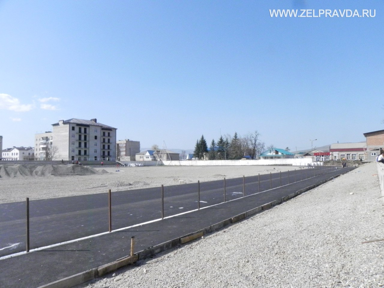 В станице Зеленчукской на стадионе появились беговые дорожки