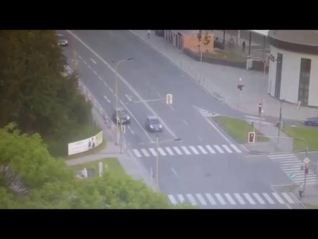 Авария с мотоциклистом в Чехии группа: vk.com/avtooko сайт: avtoregik.ru Предупрежден значит вооружен: Дтп, авари