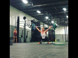 """Brooke Wells on Instagram: """"210# Snatch PR to start off the weekend 💃🎉 @crossfitgames @crossfit @purestrength_co @killcliff @nobullproject @drivennutrition @paleonick…"""""""