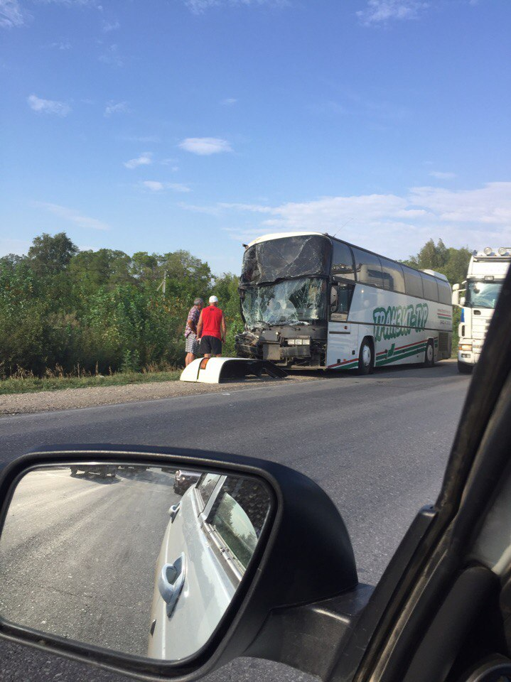 В Башкирии на трассе М5 автобус догнал фуру