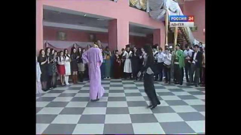 Конкурс адыгского танца среди иностранных студентов Адыгеи.