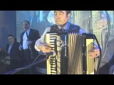 Армянский музыкант в Москве, аккордеонист Артём Арутюнян - армянский романс