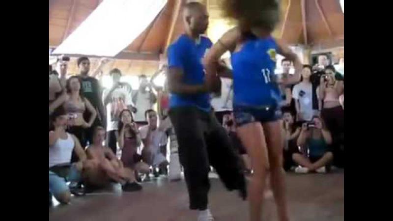 Класно танцуют ! Супер молодцы . очень красиво двигаются. Танцы