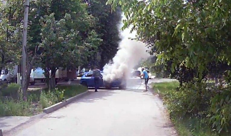 Вчера в Таганроге во время движения загорелась Mazda 3. ВИДЕО