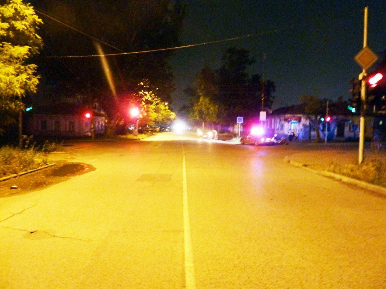 Ночью в Таганроге в результате столкновения Dodge Magnum и скутера пострадала 18-летняя девушка