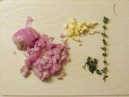 Порционные веллингтоны из свиной вырезки с подливой из красного вина OTK_rvobU1Q