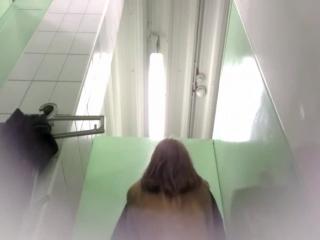 Подсмотренный секс в туалете_amateur spy wc sex teens voyeur