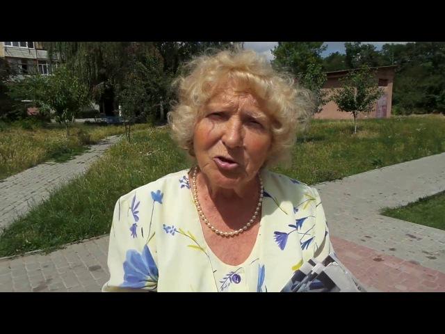 В Івано-Франківську агітки Свободи роздають біля церкви