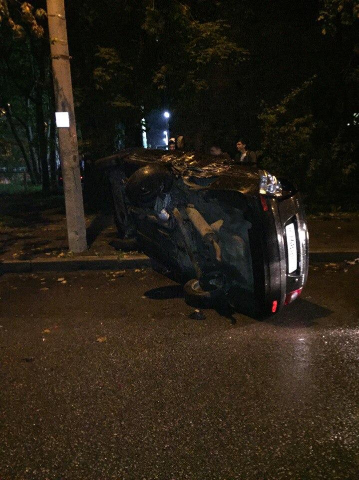 Фото: три машины попали под таран пьяного водителя в Петербурге