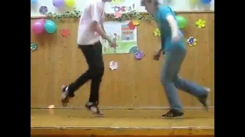 классно танцуют,челкари