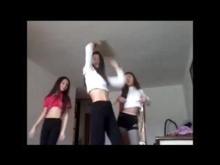 Казашка девушки танцуют стриптиз