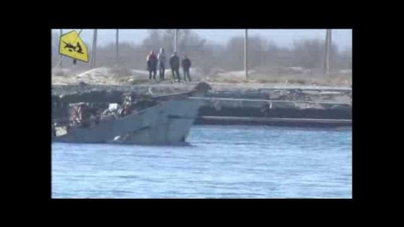 Украинский тральщик Черкассы попытался отбуксировать затопленный в Донузлаве корабль