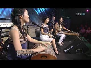 Корейские девушки исполняют очень известную песню! Какую отгадайте? Правда красивая песня? Наслаждайтесь!