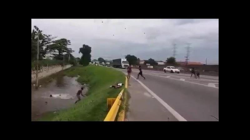 Menino é Atropelado na Dutra RJ Enquanto Brincava de Pular em Lago Próximo à Rodovia