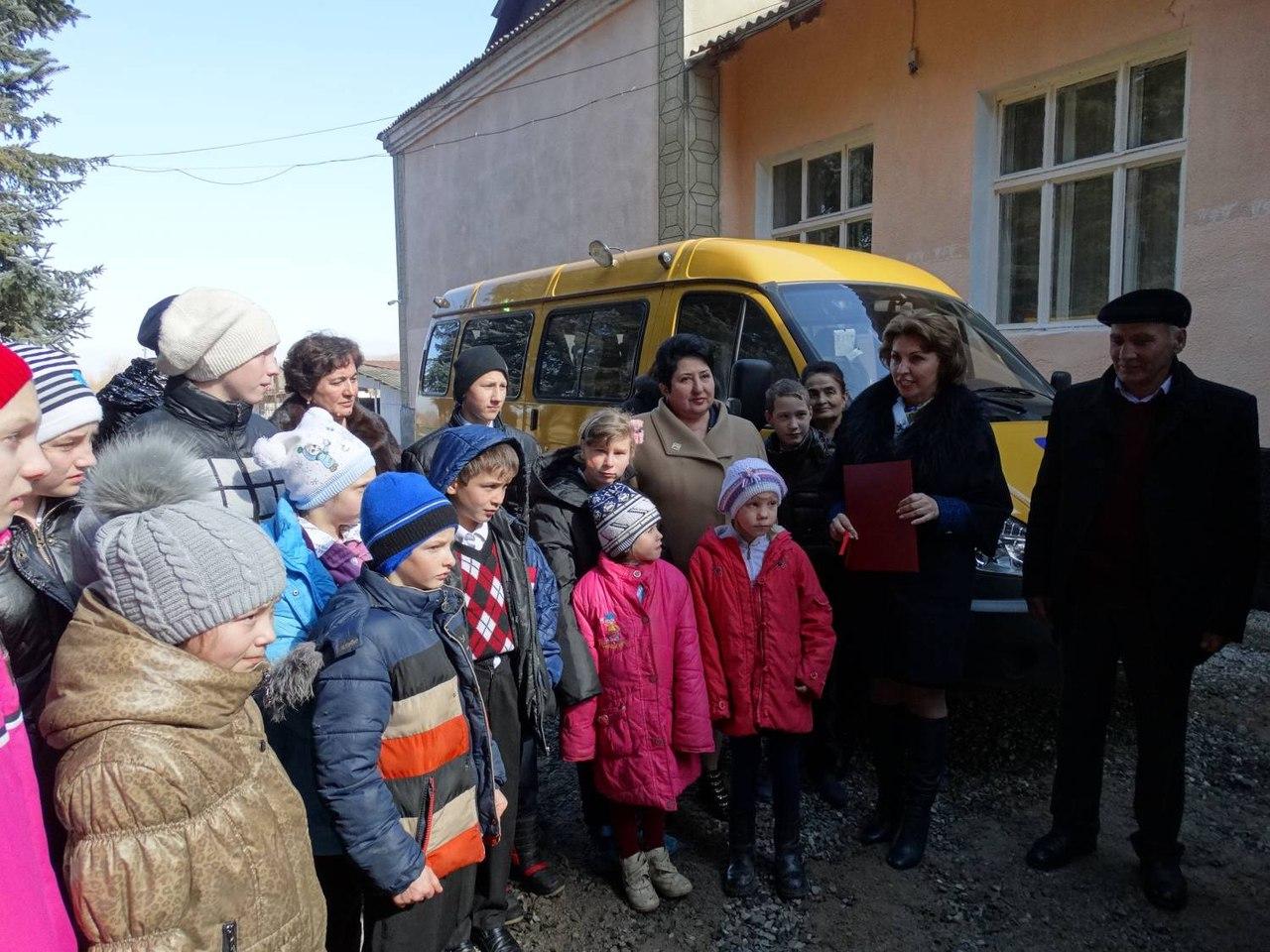 Школе-интернат села Хуса-Кардоник подарили микроавтобус